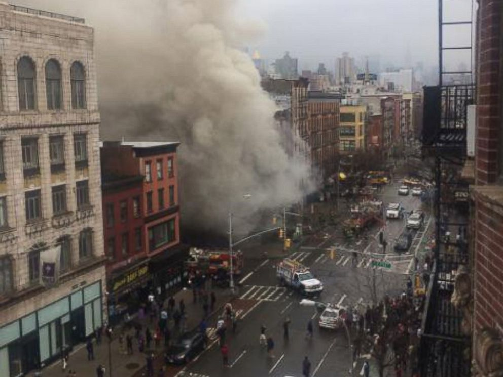 New York: A residential building caught fire