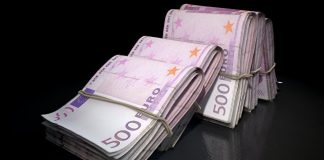 Homeless man at Paris airport took 490,000 Euros