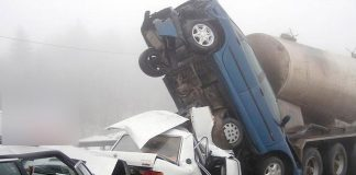 10 vehicles involved in a terrifying accident